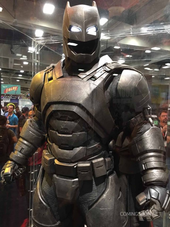 batman-v-superman-comic-con-tank
