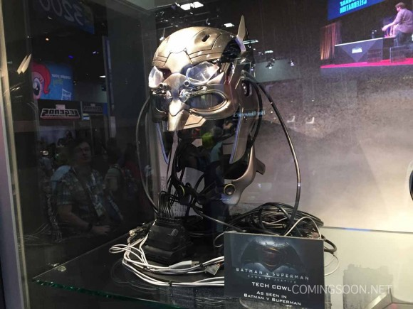batman-v-superman-comic-con-tech-cowl-mask