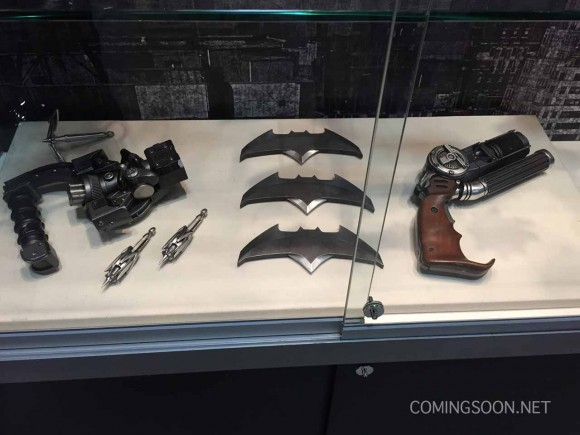 batman-v-superman-comic-con-weapon