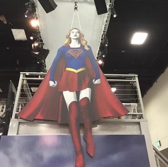supergirl-comic-con-silhouette