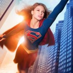 «A new hero will rise»… Voici le poster 50% Mr Fantastique/50% flou de Supergirl, la super-héroïne de National City ! […]