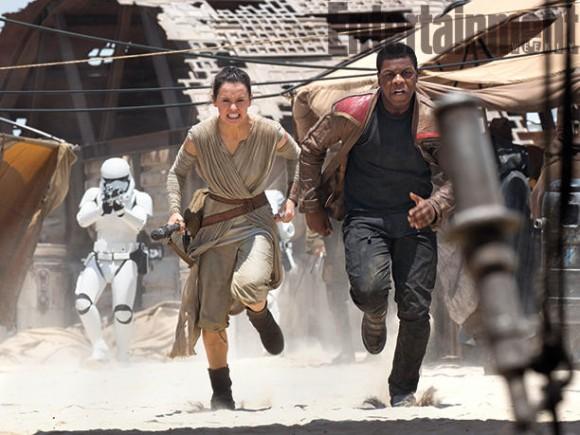 rey-finn-stormtroopers-jakku-escape-star-wars
