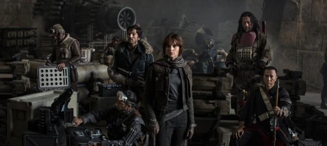 Oh punaise… Voici la première image officielle de Star Wars : Rogue One ! Nous avons devant les yeux les […]