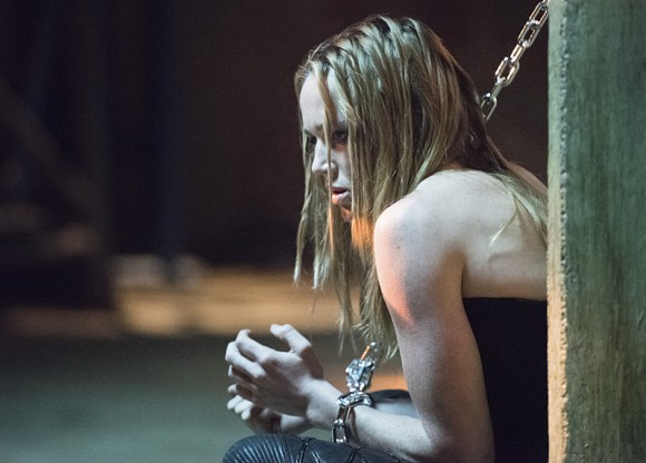 arrow-episode-beyond-redomption-caity-lotz