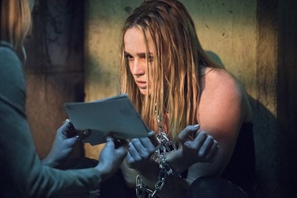 arrow-episode-beyond-redomption-photos