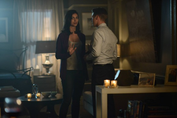 GOTHAM: L-R: Morena Baccarin and Benjamin McKenzie in the ÒRise of the Villains: ScarificationÓ episode of GOTHAM airing Monday, Oct. 19 (8:00-9:00 PM ET/PT) on FOX. ©2015 Fox Broadcasting Co. Cr: FOX.