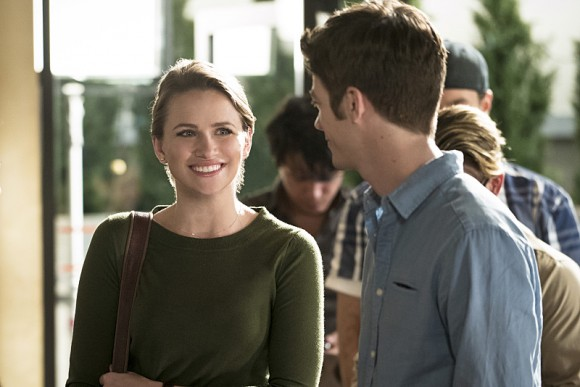 the-flash-episode-darkness-light-patty-spivot-barry-smiling