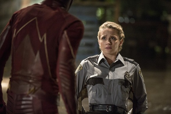 the-flash-of-two-world-season-2-episode-spivot
