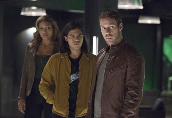 "The Flash -- ""Legends of Today"" -- Image FLA208B_0186b.jpg -- Pictured (L-R): Ciara Renee as Kendra Saunders, Carlos Valdes as Cisco Ramon and Falk Hentschel as Carter Hall -- Photo: Cate Cameron/The CW -- © 2015 The CW Network, LLC. All rights reserved."