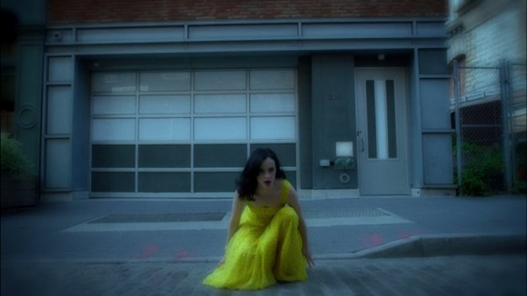 jessica-jones-yellow-dress