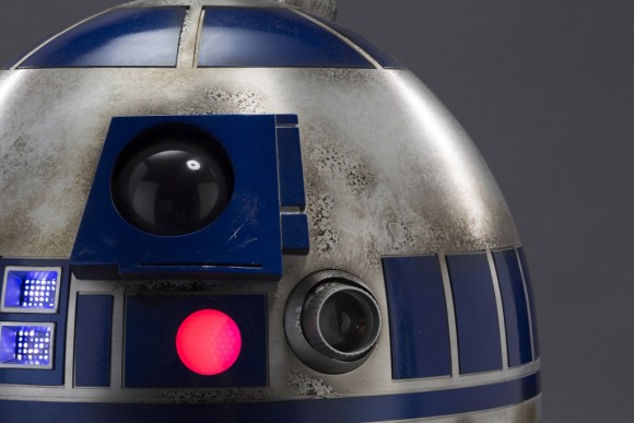 r2-d2-movie-the-force-awakens
