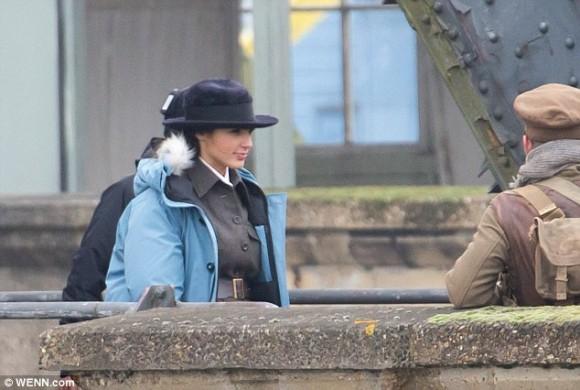 wonder-woman-tournage-fedora-gal-gadot