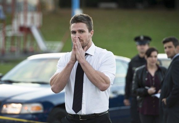 arrow-dark-waters-episode-amell