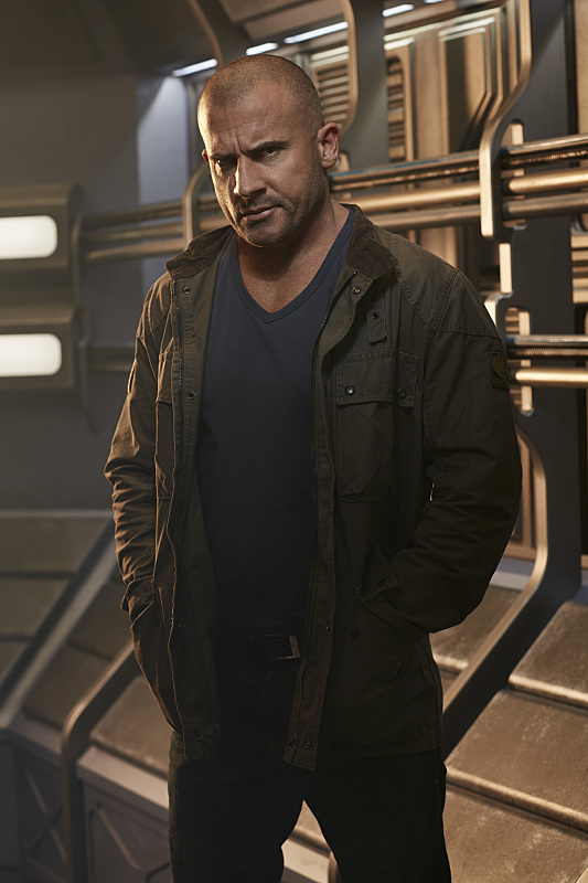 legends-of-tomorrow-promo-cast-photo-dominic-purcell