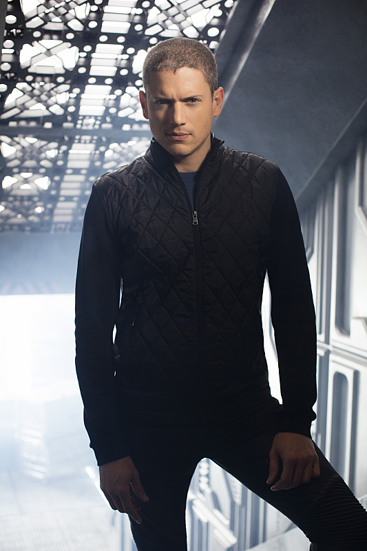 legends-of-tomorrow-promo-cast-photo-wentworth-miller