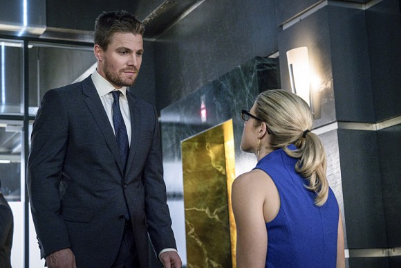 arrow-episode-unchained-fauteuil