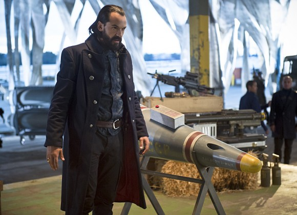 legends-of-tomorrow-pilote-part-2-missile