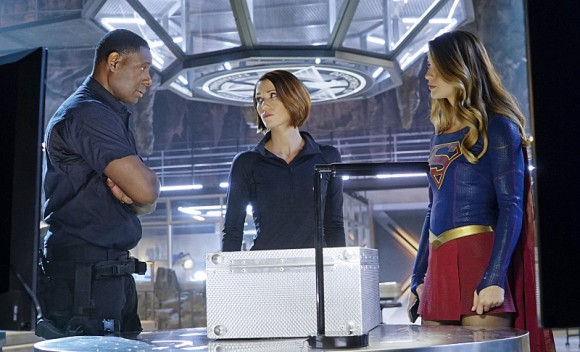 supergirl-bizarro-episode-deo
