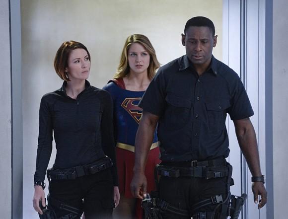 supergirl-strange-visitor-episode-team