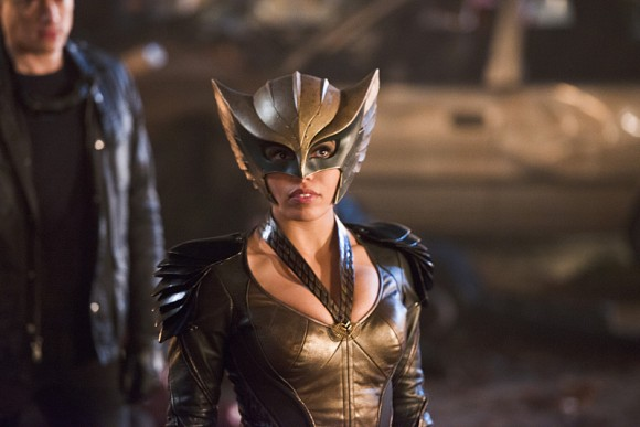 legends-of-tomorrow-star-city-2046-hawkgirl