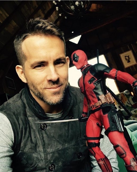 ryan-reynolds-deadpool-figurine