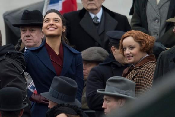 wonder-woman-movie-shooting-smiling