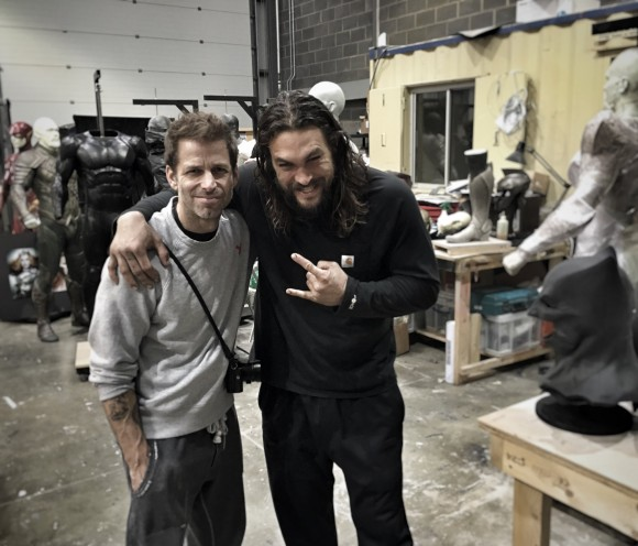 zack-snyder-justice-league-teasing-props