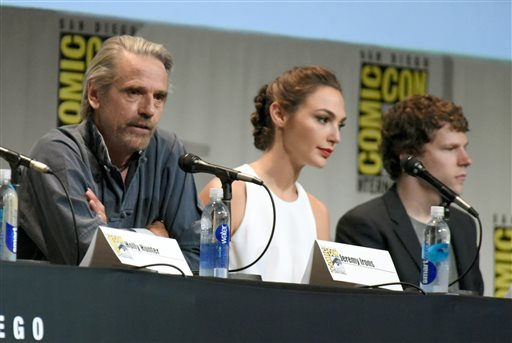 Jeremy Irons, Gal Gadot, Jesse Eisenberg