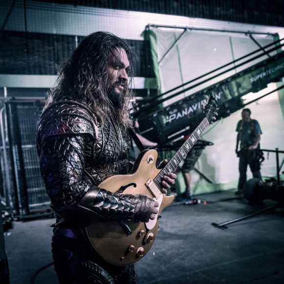aquaman-funny-picture-justice-league-guitar