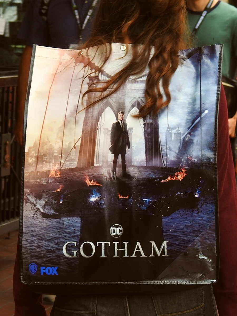 Calendrier Gotham.Comic Con Gotham Le Poster De La Comic Con Les Toiles