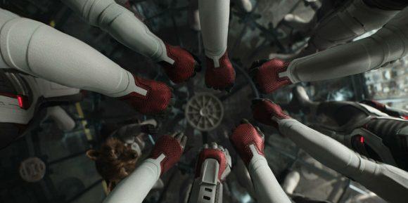 Womdee Thanos Gant Portes-cl/és Avengers Souvenir Gantelet Convient aux Fans de Marvel Avengers Gant Pop Portes-cl/és